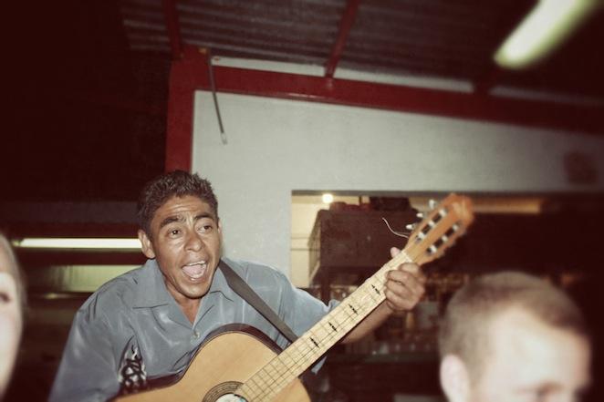 Guitar player at Pollo del Oro