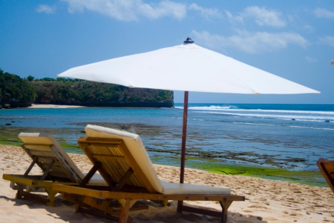 bali dreamland beach chairs umbrella